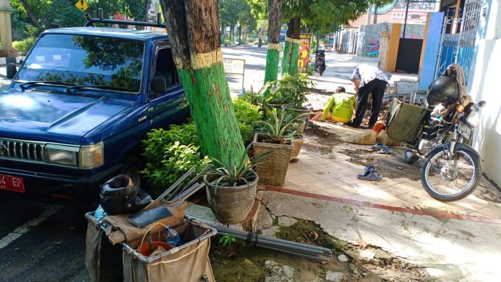 Perbaikan Kebocoran Pipa Diameter 300mm di Jl. Wahidin Depan Jawa Pos dan Pemasangan Gate Valve Diameter 150 mm di Perempatan Barat Polres